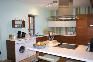 Rivel main house-kitchen1
